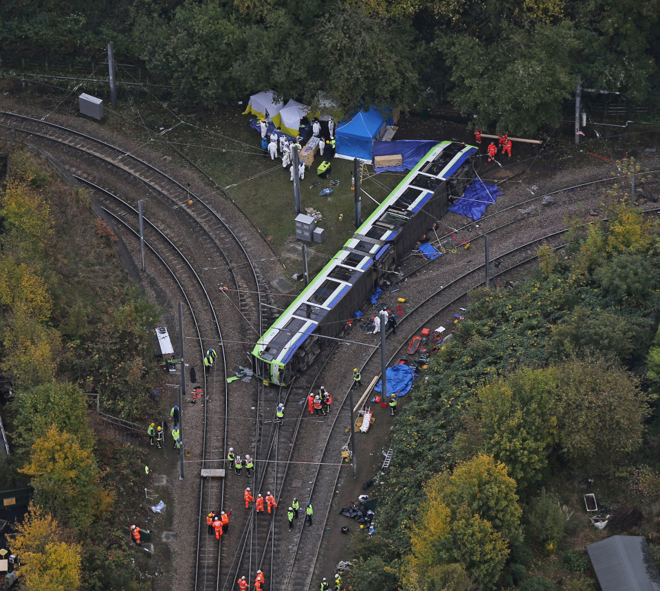 Croydon Tram Crash : Seven Dead And 50 Injured After Derailment (Pictures)